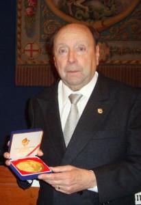 Reben la medalla UNICA | Foto: Festimatge