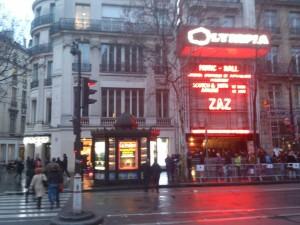 Façana de l'Olympia anunciant l'espectacle
